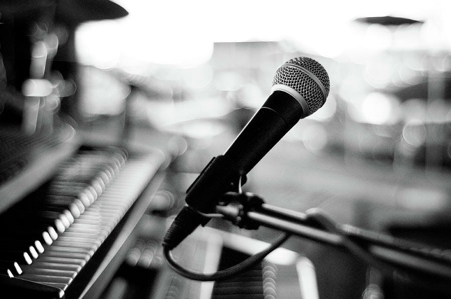 microphone-on-empty-stage-image-by-randymsantaana